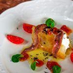Bocado de queso con anchoas, crujiente de pan y vinagreta de trufa, del blog El toque de Belén