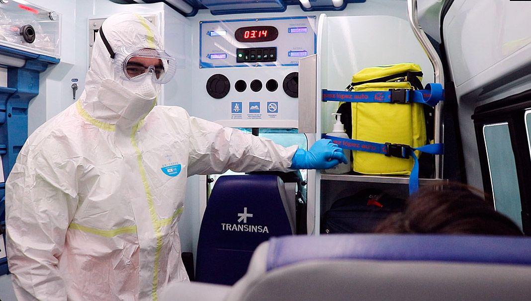 Paciente de Covid en una ambulancia de Transinsa
