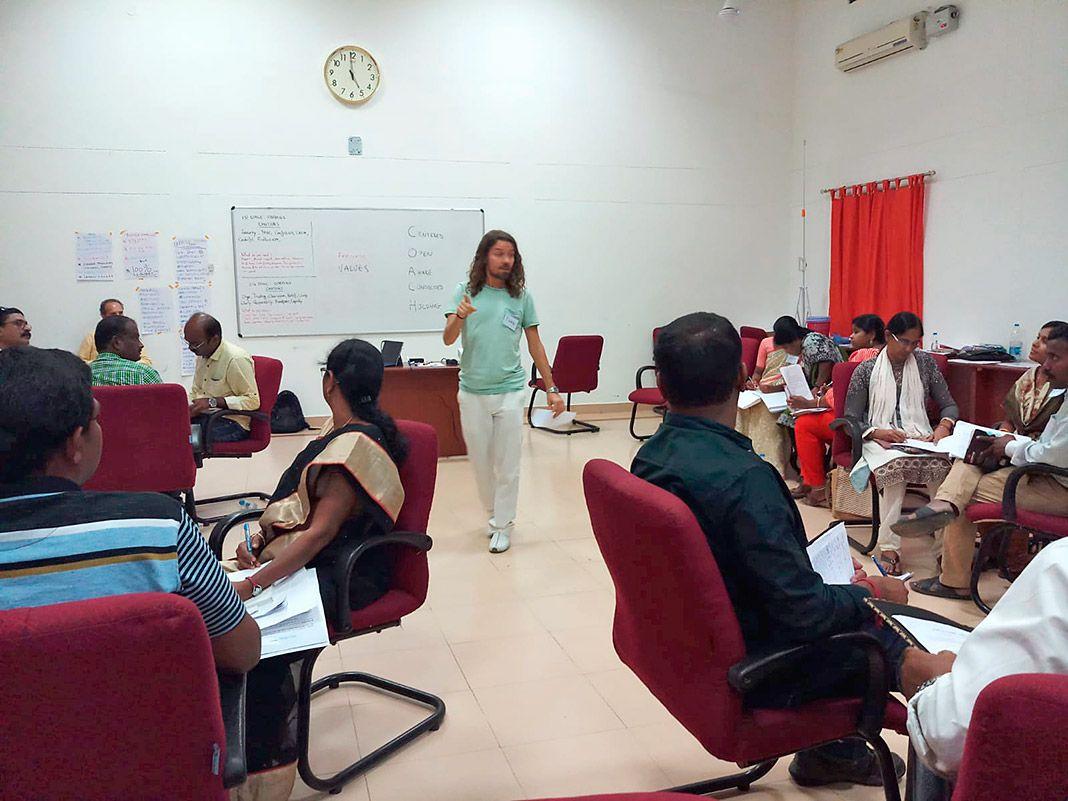 Iván Ojanguren en un curso de formación FVF en India