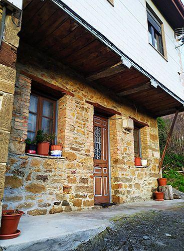 Bar-tienda La Caleyuca, ubicada en La Güeria de Urbiés (Mieres)