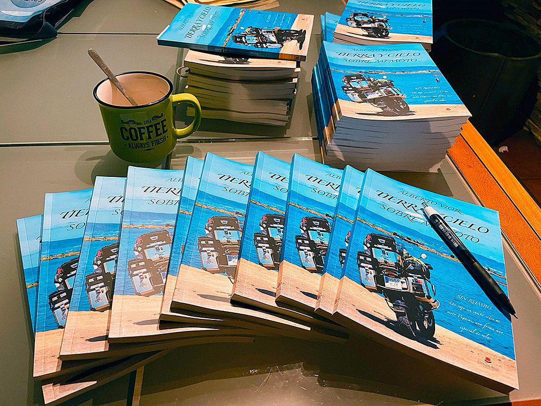 'Tierra y cielo sobre mi moto' (Editorial Círculo Rojo), libro escrito por Alberto Vior