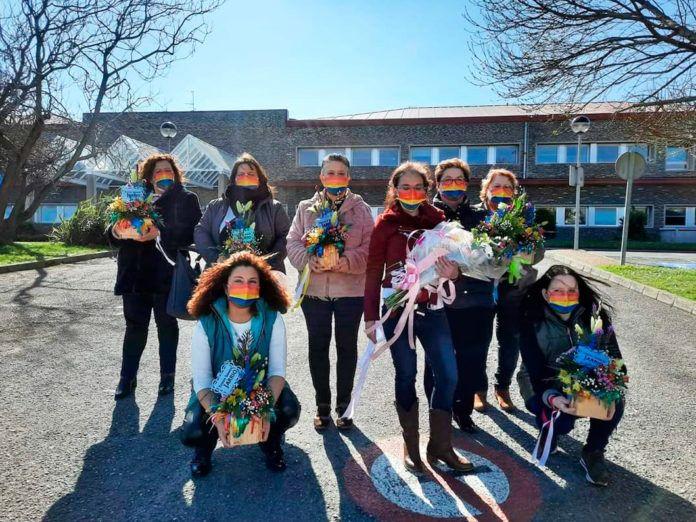 Integrantes y simpatizantes de la Asociación Todos Somos Jarrio, el pasado 28 de febrero, frente al Hospital de Jarrio