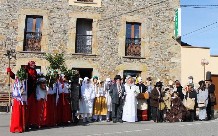Foto de familia de los Guilandeiros de Tinéu