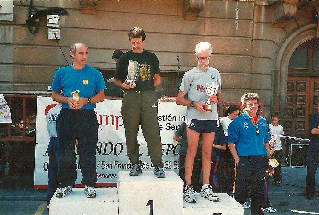 """Alejandro de Ancos, presidente de Ochobre atletismo: """"Cuando ganaba trofeos... Tazones Villaviciosa 2005. Posiblemente el último que gané con 52 añinos"""""""