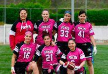 Raquel Agúndez, abajo y en el centro, con otras componentes del equipo de flag football Foxes 82