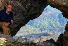José Luis Cabo desde la Ventana del Aveduriu (Riosa). Foto de José Luis Cabo Sariego, cronista oficial de Riosa