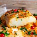 Bacalao braseado con patatas y grosellas, receta de Belén Delgado (blog El toque de Belén)