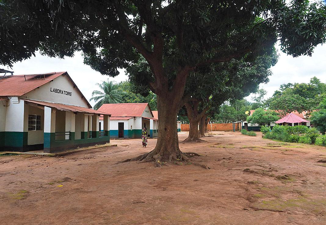 Entorno del Hospital General de Kanzenze (República Democrática del Congo).