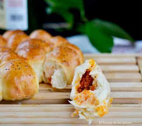 Trozo de flor de pan preñao de picadillo de chorizo