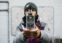 Gin Kiber, ginebra elaborada en la microdestilería de Sergio Carpio, en la cuenca minera asturiana