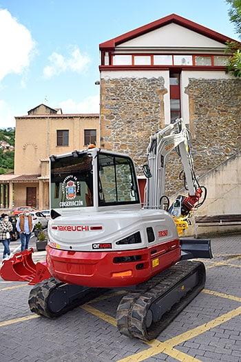 Retroexcavadora recién adquirida por el Ayuntamiento de Riosa