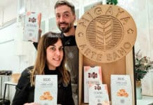 Laura y Rubén con los productos de Migaya