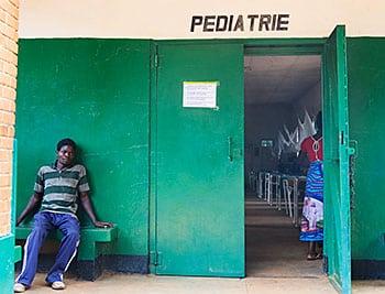 Sala de pediatría en el Hospital de Kanzenze (República Democrática del Congo).