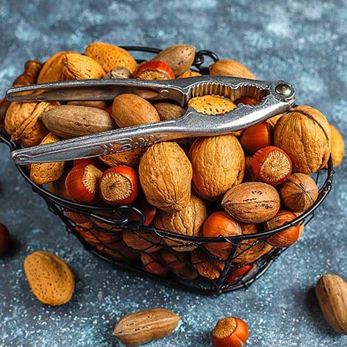 Cesta de frutos secos variados