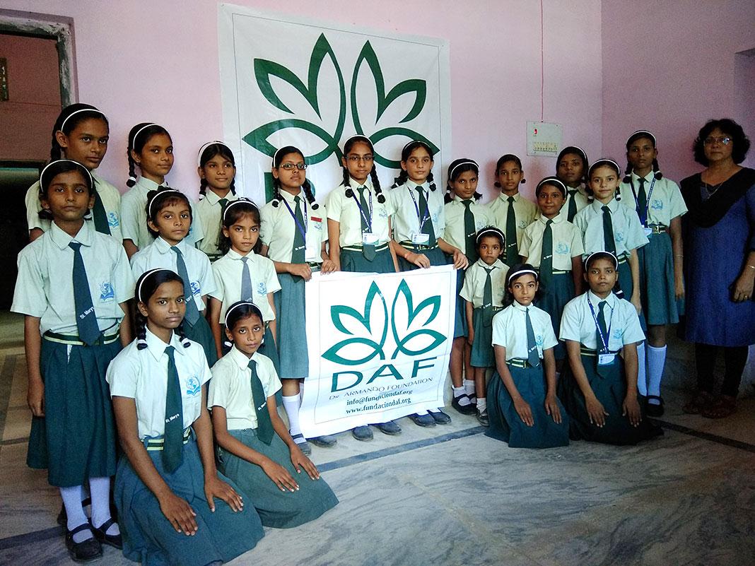 Estudiantes del St. Mary´s Convent School (India)