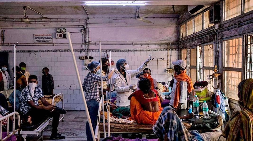 Pacientes con COVID en el hospital de Bakhtiyarpur, Patna (India)
