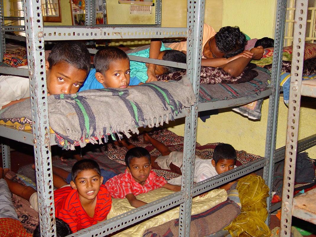 """""""Nuestros niños del SUSWM, de Calcuta ya no duermen por las calles"""""""
