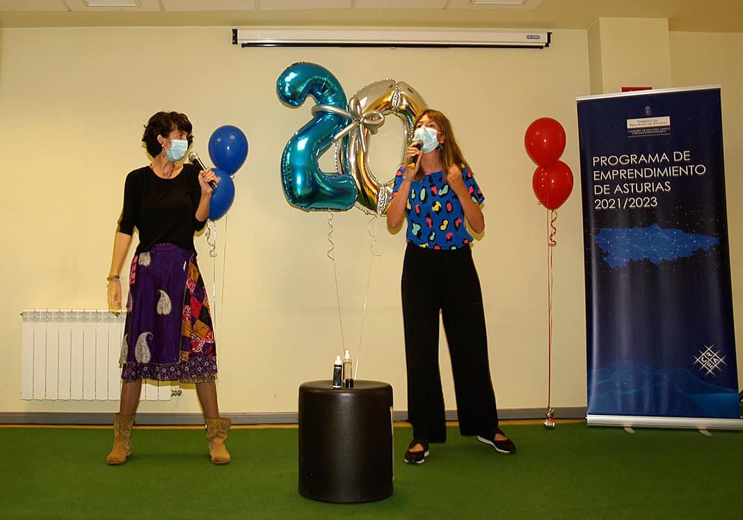 Virginia Pañeda Sanz y Sara Villanueva de Territorio Emocional durante su performance. Premio Semillero Valnalón a la Mejor Presentación