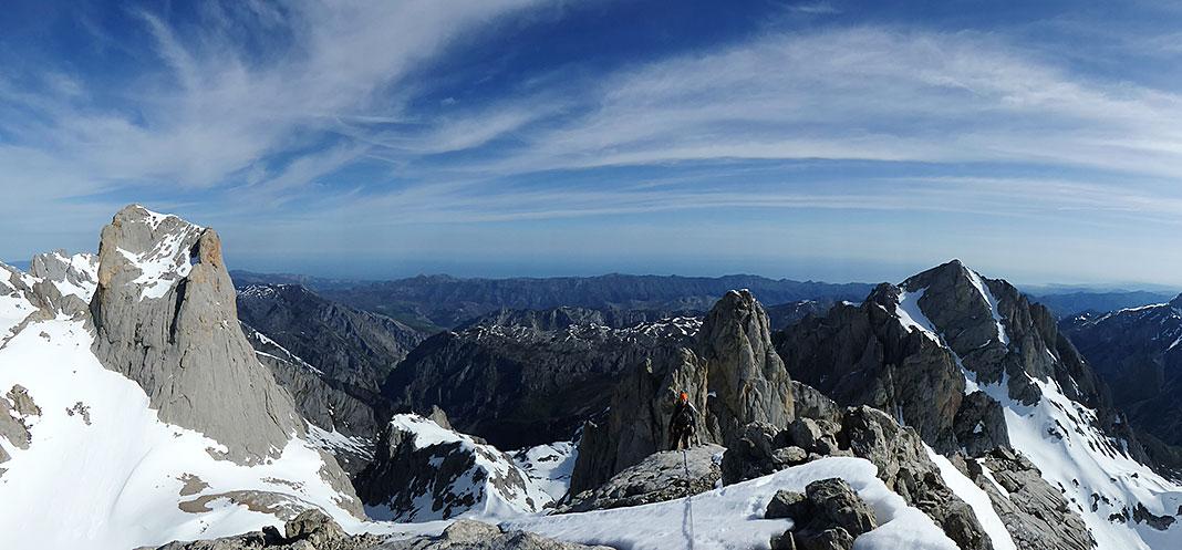 Alpinismo invernal en Picos de Europa / Foto: Fernando Calvo
