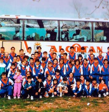 Salida de la escuela de atletismo del Club Km. 0 a Vega de Pas (Cantabria) en 1992