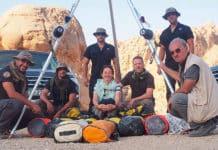 Grupo de Bribones Xtreme en Jordania junto a la asirióloga Rocío Da Riva, el arqueólogo alemán Michael Herles y el arqueólogo jordano Mohamad Najjaf