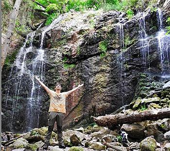 Tarik Vázquez en las cascadas de Guanga (Trubia. San Andrés)