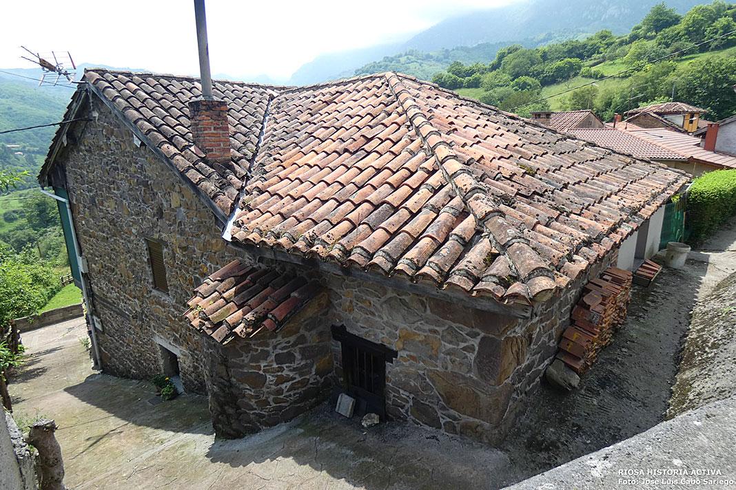 Casa con forna en La Nozalera, Muriellos (Riosa)