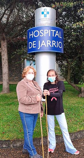 Mar Villanueva (dcha.) con Isabel Coto, ambas mujeres cabezas visibles de la Asociación.