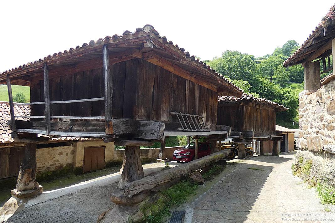 Parte baja del pueblo de Muriellos (Riosa): La Quintana y la Casa Fondera