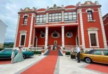 Presentación de la candidatura frente al Casino para el programa Conexión Asturias, con la participación de varios colectivos naviegos.